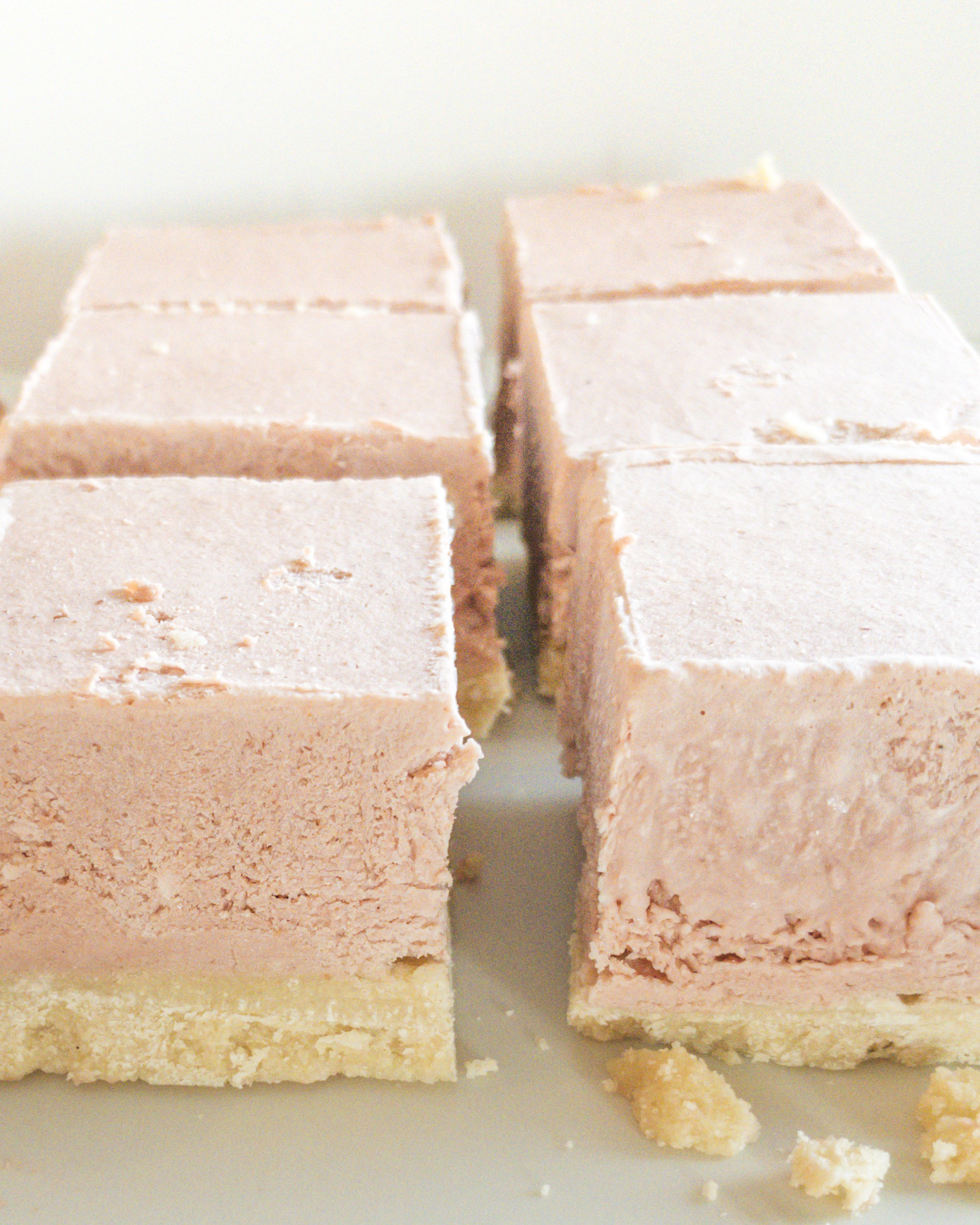gluten free no bake strawberry cheesecake bars